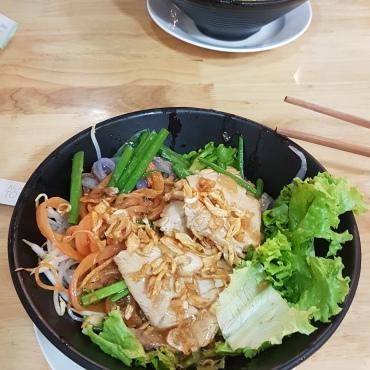 Les Pho Than… sans soupe ! Avec des pâtes de riz colorés naturellement :D