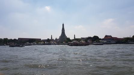 Vue du Wat Arun depuis le bateau