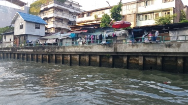 Habitations en bords des klongs