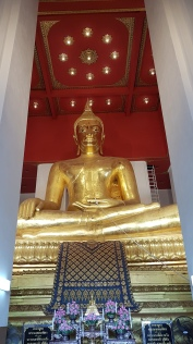 Le grand bouddha de bronze