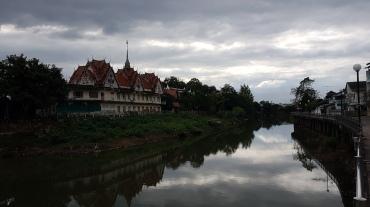 De l'autre côté de la rive